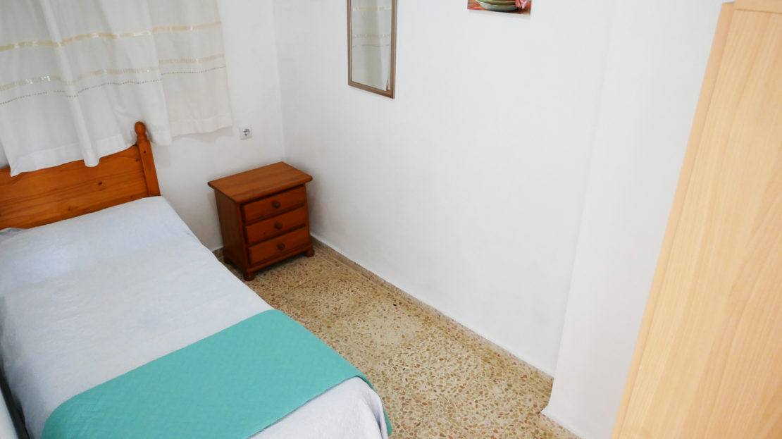 Single bedroom within apartment for hire in Gandia, Spain