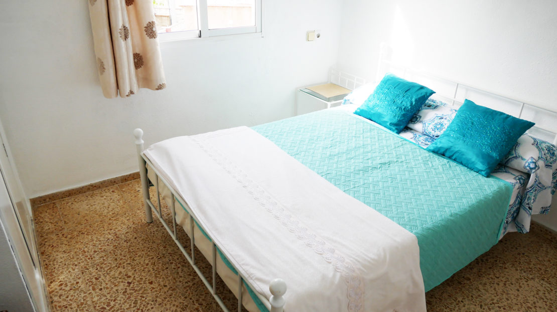 Double bedroom in first floor apartment in villa in Gandia, Spain