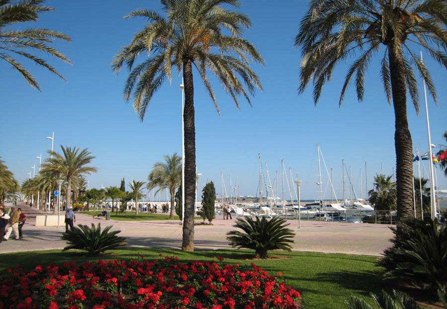 Family holiday villa in Gandia close to the marina offering lots in the way of family water sports
