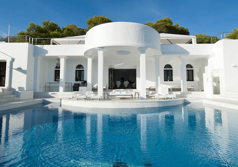 Pool of luxury villa