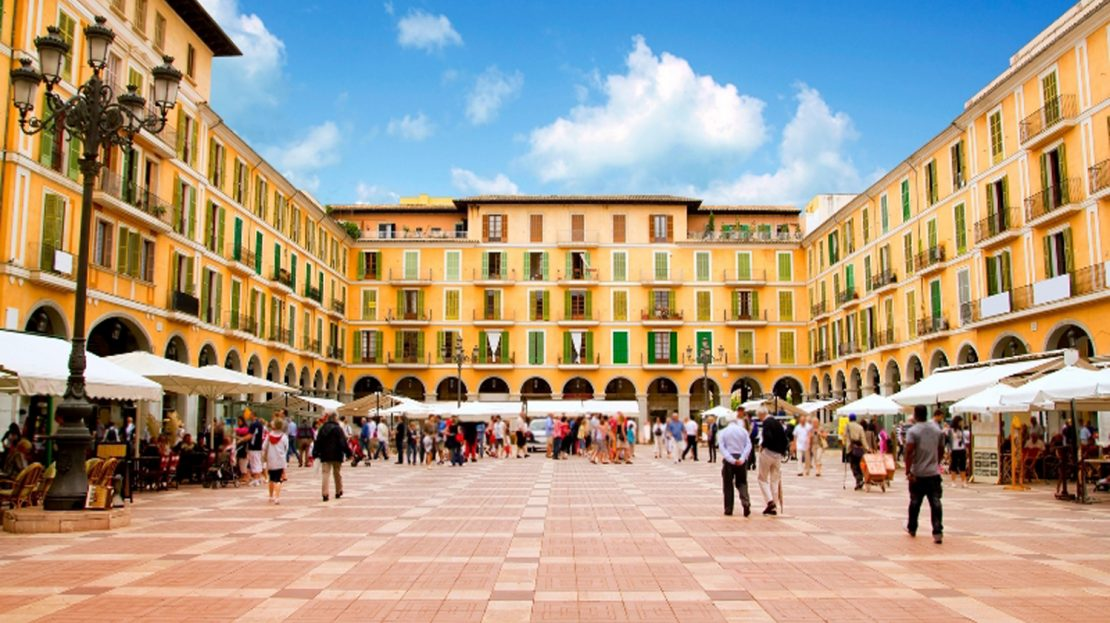 Nearby Plaza Major with Palma Old Town